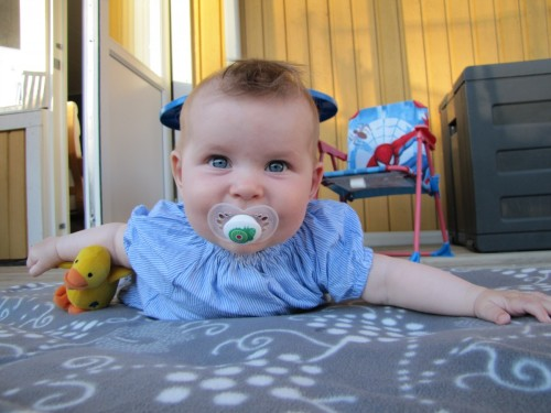 Juni: Hann inte lära sig krypa innan inomhusperioden började, både bra och dåligt.
